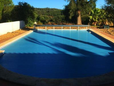 Closed pool cover